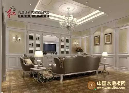 看到深色系欧式沙发搭配由白色的木饰面定制的背景墙