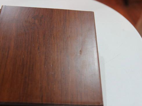 安信柚木实木地板软硬度测试