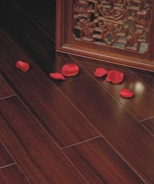 久盛圆盘豆实木地板测评:自然柔和的质感